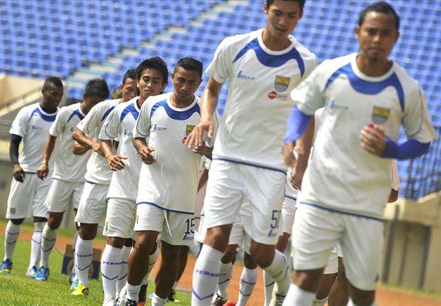 Persib berhasil membekuk DC United skor 2-1 pada laga uji coba di Stadion Si Jalak Harupat, Jumat (6/12) malam.