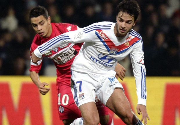 Arsenal target Grenier intends to stay at Lyon