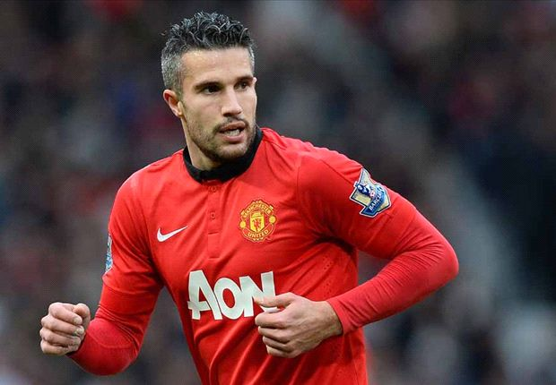 Van Persie out for a month with thigh strain