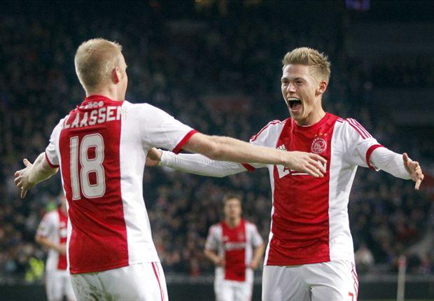 Ajax profiteert van puntenverlies Vitesse