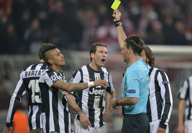 Vidal, Lewandowski and the players one booking away from Champions League suspension