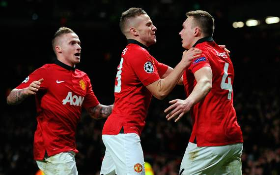 Jones ends Man Utd's losing streak