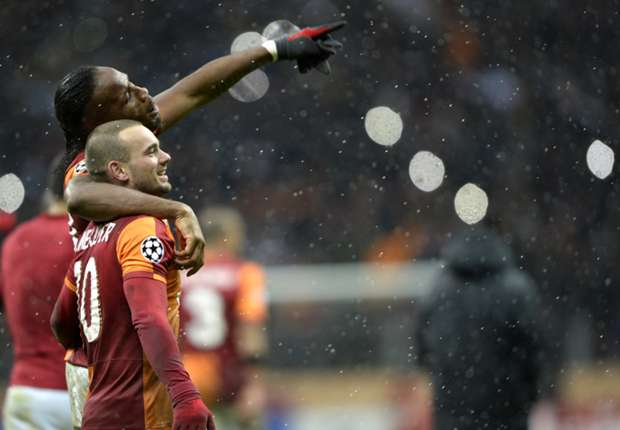 Sneijder plays down Manchester United links