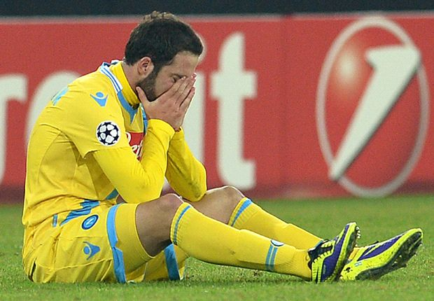 Napoli 2-0 Arsenal: 10-man Gunners go through despite two-goal defeat