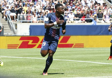 Aurier double eases PSG to victory