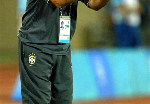 René Simões responde carta de torcedores e fala sobre Felipe