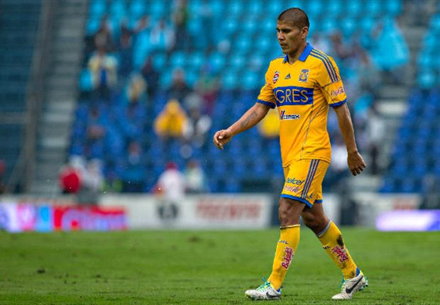 Salcido renews contract with Tigres