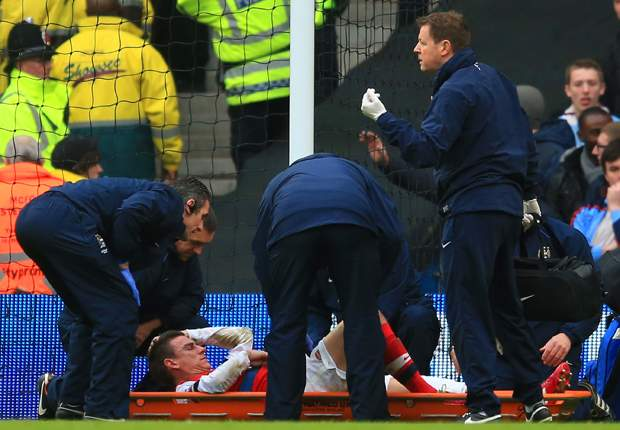 Injured Koscielny out of Chelsea clash