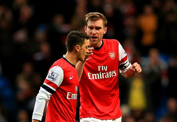 Mertesacker berates Ozil for not applauding Arsenal fans after Manchester City defeat