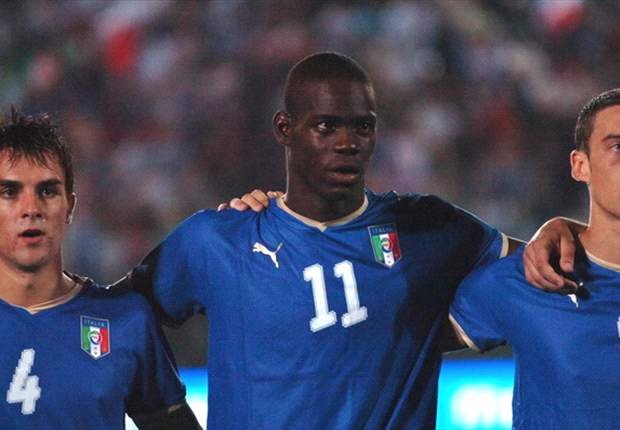 Ten-Man Italy Defeat Sweden After Balotelli Sent Of