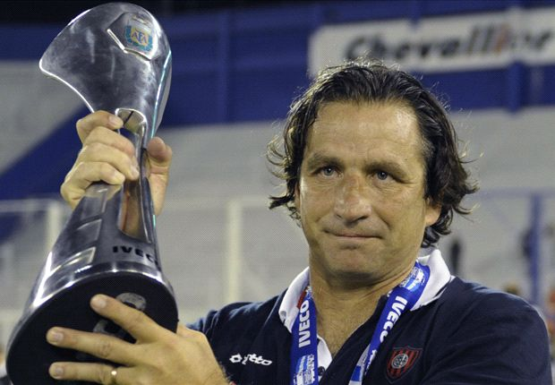 Valencia hire Juan Antonio Pizzi to replace Djukic