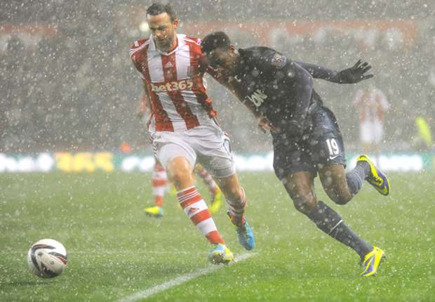 Stoke 0-2 Manchester United: Stunning Young and Evra strikes secure semifinal spot