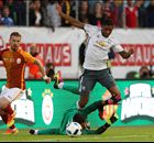 Man Utd hit five past Galatasaray in win