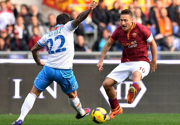 El argentino Pablo Álvarez ante el histórico Francesco Totti