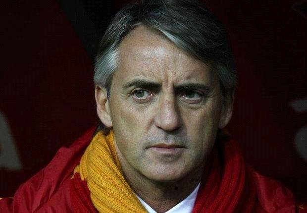Mancini fue reemplazado por Pellegrini y no ocultó su rabia tras salir del equipo.