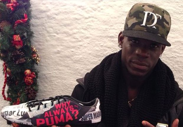 Balotelli wishes Merry Christmas to derby ref