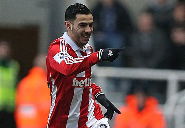 Stoke loanee Assaidi suffers knee injury