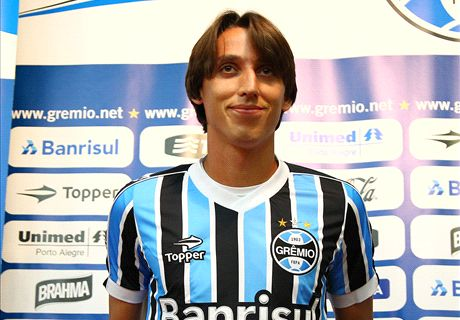 Grêmio anuncia compra de Geromel