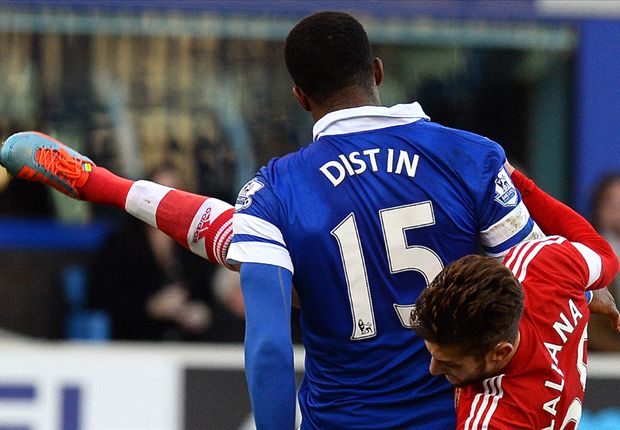 Distin signs new deal at Everton