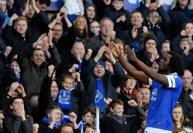 Lukaku festeja su gol: es el segundo de Everton y el triunfo para el equipo de Liverpool.
