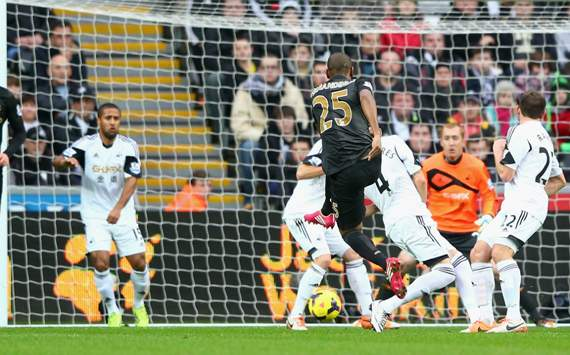 Fernandinho Swansea City  Manchester City  Premier League   01012013