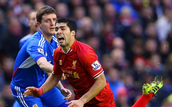 Alex Bruce Luis Suarez Liverpool Hull City Premier League 01012014