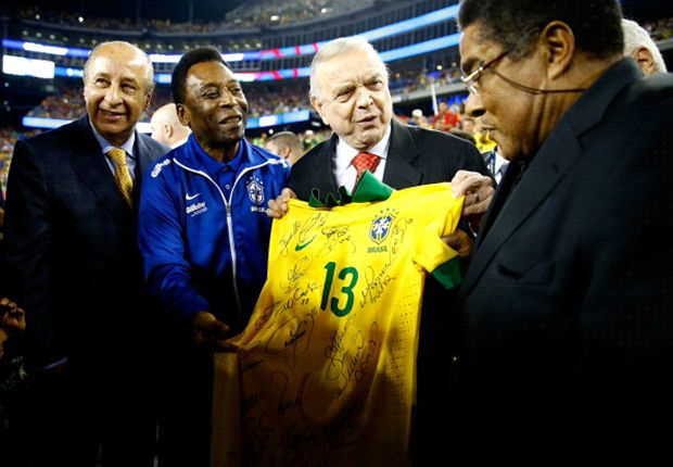 Pele pays tribute to 'brother' Eusebio