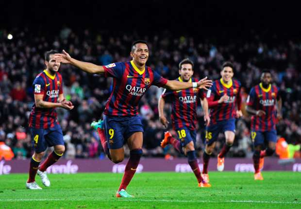 Alexis: I will not challenge Messi over free kicks