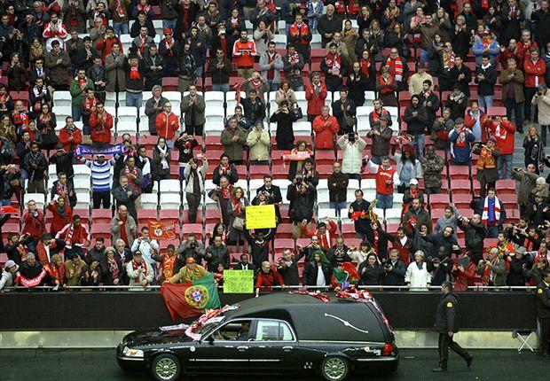 Thousands bid farewell to Eusebio at Estadio da Luz