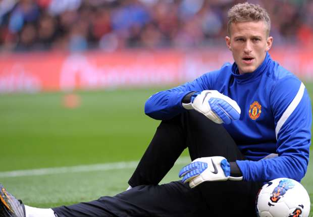 Lindegaard happy to play second fiddle to De Gea at Manchester United