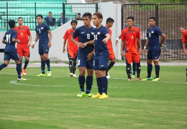 LionsXII players Hafiz Sujad and Ignatius Ang forming a wall to defend a free-kick.