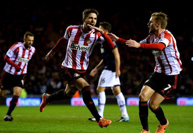 Sunderland 2-1 Manchester United: Borini penalty hands Black Cats first-leg advantage