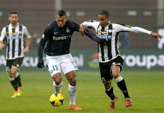 I want Guarin to stay at Inter, insists Mazzarri