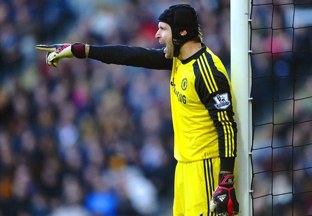 Chelsea to listen to Cech offers as Mourinho demands Courtois return