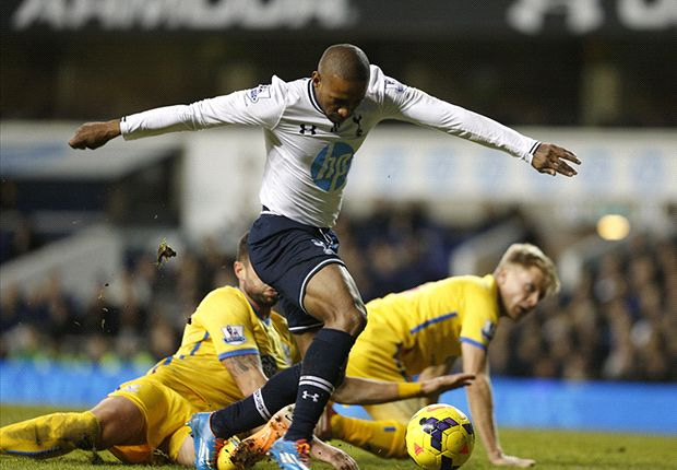 Sherwood hails Defoe impact after Tottenham beat Crystal Palace