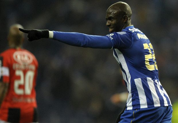 Manchester City launch late €46m bid for Mangala