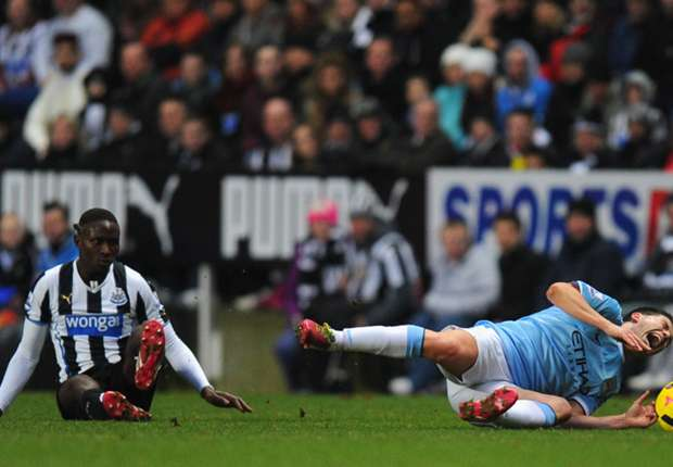 Newcastle defender Yanga-Mbiwa keen to apologize to Nasri