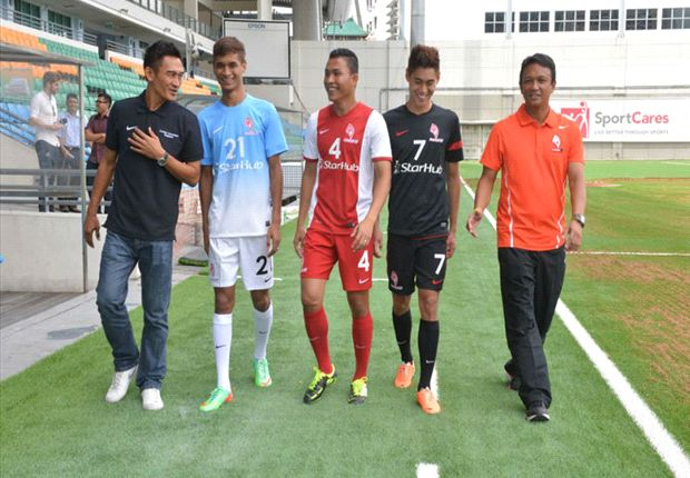 Coaches Fandi and Nazri with Gabriel, Isa and Safuwan at the Jalan Besar Stadium.