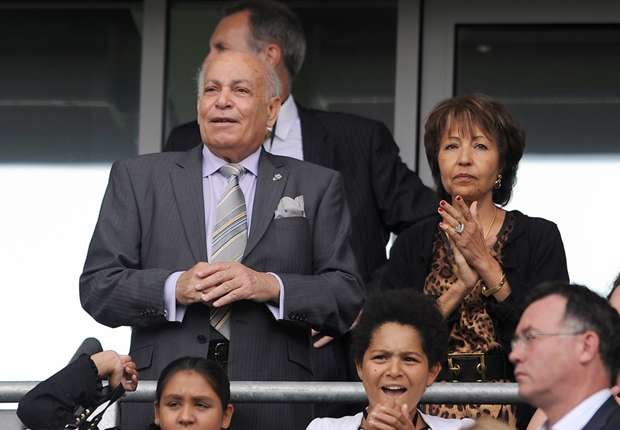 Hull City owner Allam issues quit threat