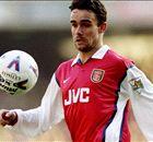 Hat-trick Overmars Buat Arsenal