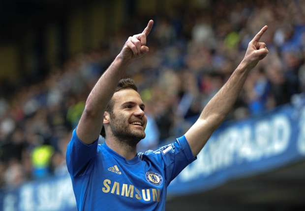 Mata flies in to complete Manchester United move