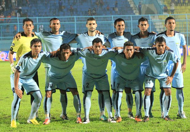 Persela berhasil meraih poin perdana di ISL 2014 usai bermain imbang tanpa gol dengan Perseru.