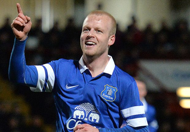 Everton boss Martinez expects Naismith to face Chelsea