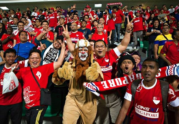 Hard-core LionsXII supporters.