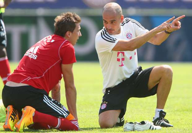 Mario Mandzukic und Pep Guardiola im Gespräch