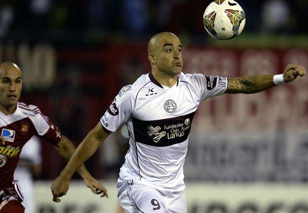 Santiago Silva luchó y dejó el rol de goleador a Paolo Goltz