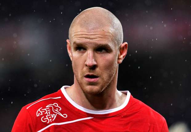 Fulham signs Heitinga from Everton and sells Senderos to Valencia