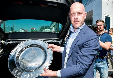KNVB presenteert opvolger Van Oostveen