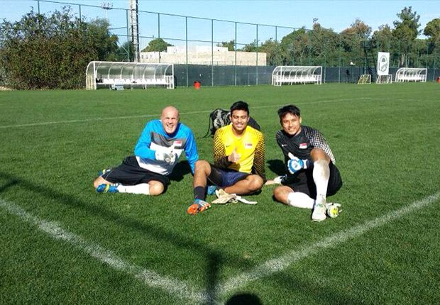 Burridge pictured with Singapore goalkeepers in Turkey