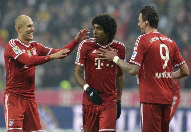 Dante junto a sus compaleros Robben y Mandzukic